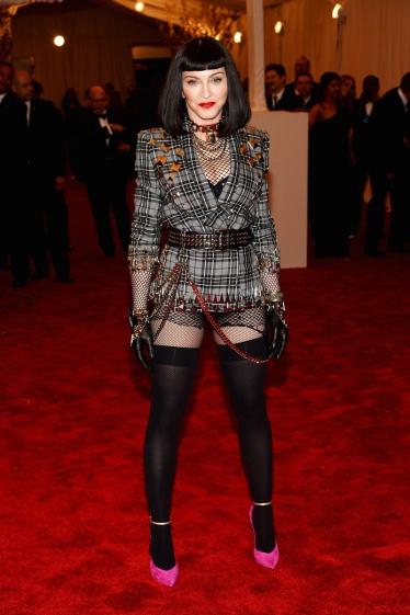 elblogdeanasuero_Gala MET 2013_Madonna Chaqueta de Givenchy Alta Costura
