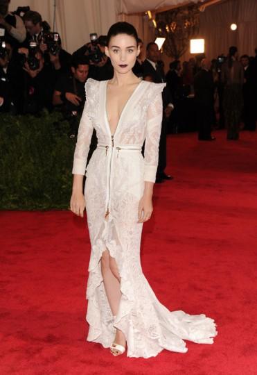 elblogdeanasuero_Gala MET 2013_Rooney Mara vestido blanco Givenchy