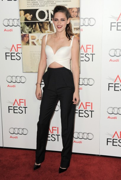 elblogdeanasuero_Vestidos cut out_Kristen Stewart Balenciaga pantalón y top