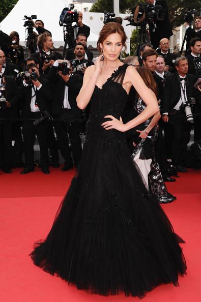 elblogdeanasuero_Estilo de Nieves Álvarez_Alberta Ferretti negro largo Cannes