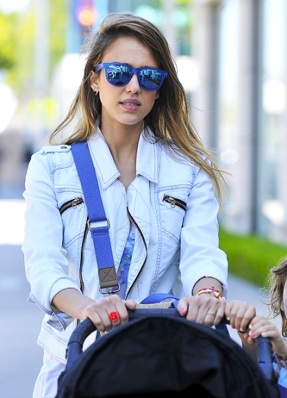 elblogdeanasuero_Gafas de espejo_Jessica Alba azules