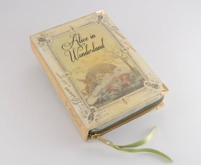 elblogdeanasuero_PS Besitos_Clutch-libro Alicia en el país de las maravillas