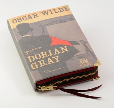 elblogdeanasuero_PS Besitos_Clutch-libro El retrato de Dorian Grey
