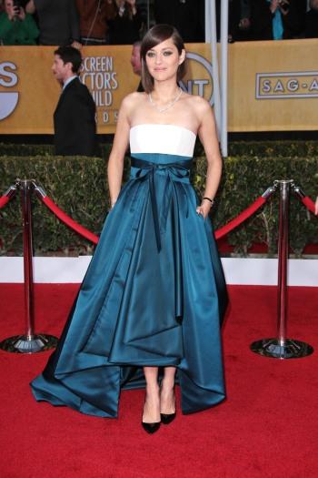 elblogdeanasuero_El estilo de Marion Cotillard_Dior blanco y azul SAG Awards 2013