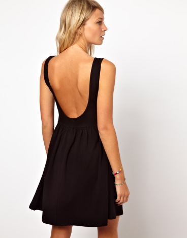 elblogdeanasuero_Little black dress_Asos sencillo con vuelo2