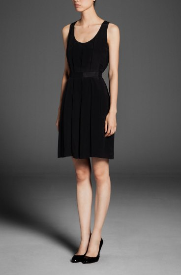 elblogdeanasuero_Little black dress_Massimo Dutti plisado escote redondo