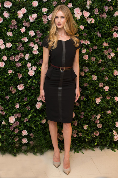 elblogdeanasuero_Little black dress_Rosie Huntington Witheley peplum