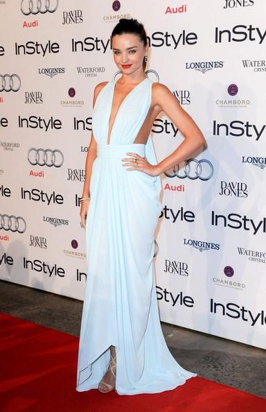 elblogdeanasuero_El estilo de Miranda Kerr_vestido griego Carla Zampatti