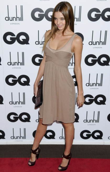elblogdeanasuero_El estilo de Miranda Kerr_vestido taupe GQ Awards