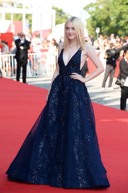 elblogdeanasuero_Festival Cine Venecia 2013_Dakota Fanning Elie Saab azul