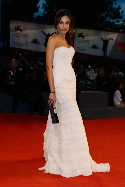 elblogdeanasuero_Festival Cine Venecia 2013_Madalina Ghenea novia Gerard Butler vestido blanco