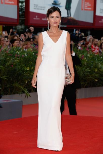elblogdeanasuero_Festival Cine Venecia 2013_Virginie Ledoyen minimalista vestido blanco