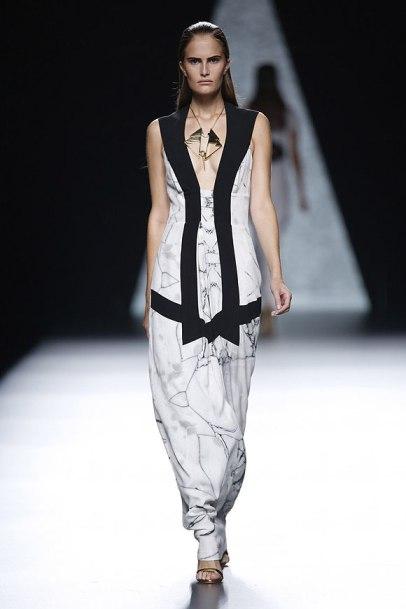elblogdeanasuero_MBFWM_Ana Locking vestido largo blanco y negro