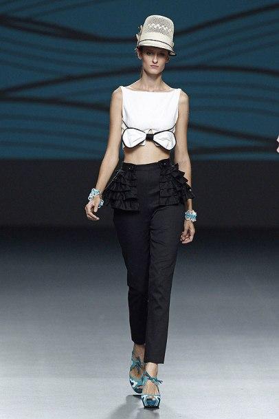 elblogdeanasuero_MBFWM_Jessica Butrich pantalón blanco y negro