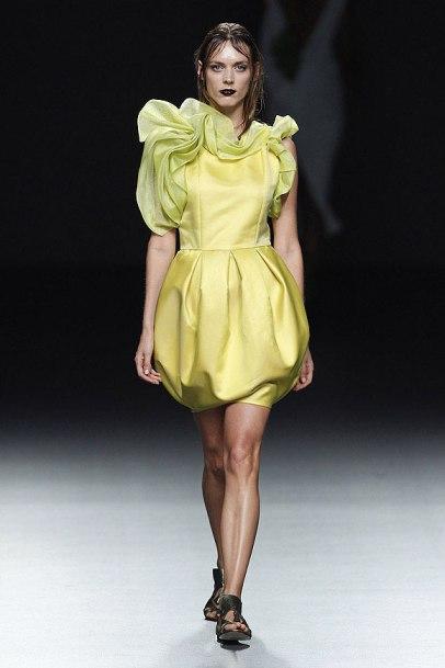 elblogdeanasuero_MBFWM_María Barros vestido amarillo