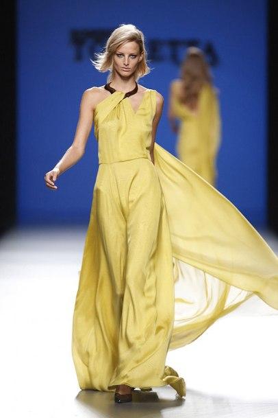 elblogdeanasuero_MBFWM_Roberto Torretta vestido amarillo