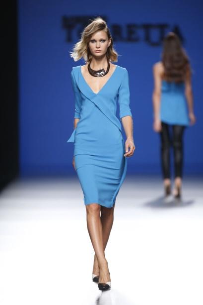 elblogdeanasuero_MBFWM_Roberto Torretta vestido azul pitufo