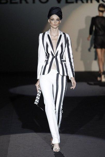 elblogdeanasuero_MBFWM_Roberto Verino traje rayas blanco y negro
