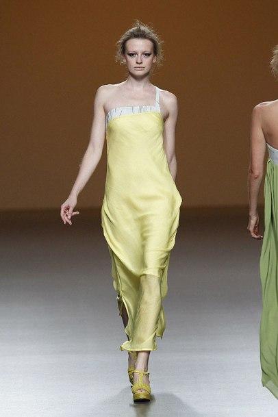 elblogdeanasuero_MBFWM_Sara Coleman vestido amarillo
