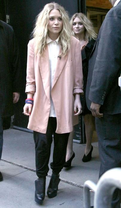 elblogdeanasuero_Abrigos rosas_Mary Kate Olsen