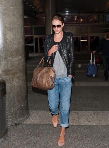 elblogdeanasuero_El estilo de Rosie Huntington Witheley_Boyfriend jeans
