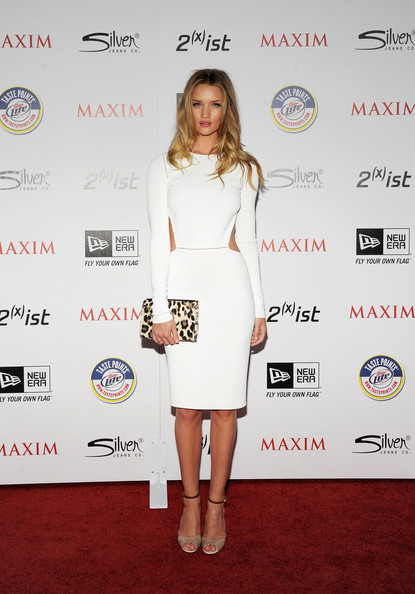 elblogdeanasuero_El estilo de Rosie Huntington Witheley_Max Mara cut out blanco