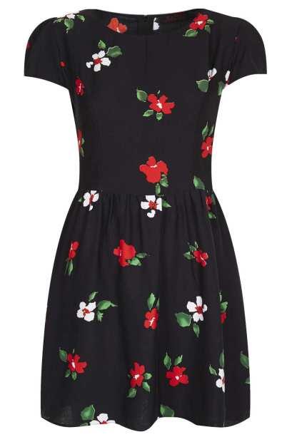 elblogdeanasuero_Estampado flores_Topshop mini vestido fondo negro