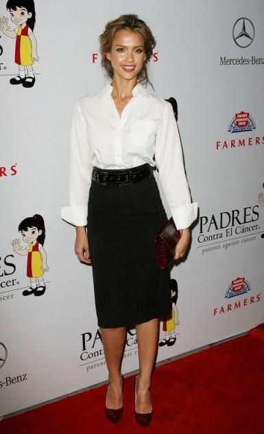 elblogdeanasuero_Fondo de armario Camisa blanca_Jessica Alba falda negra rodilla