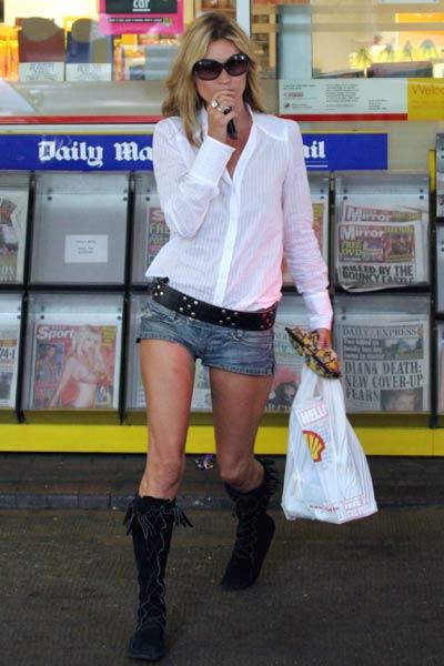 elblogdeanasuero_Fondo de armario Camisa blanca_Kate Moss shorts vaqueros
