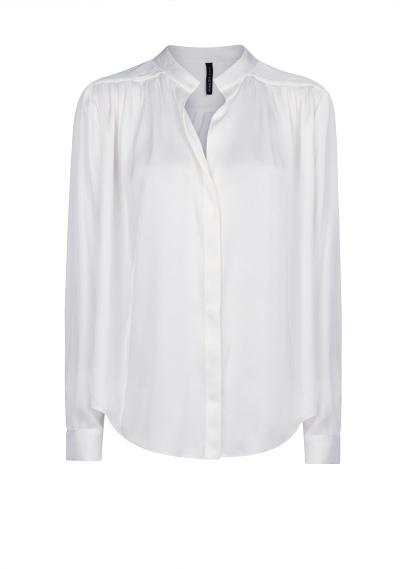 elblogdeanasuero_Fondo de armario Camisa blanca_Mango satinada