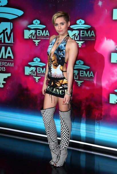 elblogdeanasuero_EMA 2013_Miley Cyrus vestido Tupac