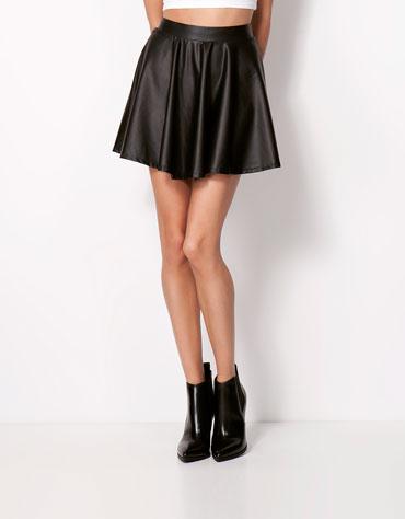 elblogdeanasuero_Faldas de cuero_Bershka falda mini