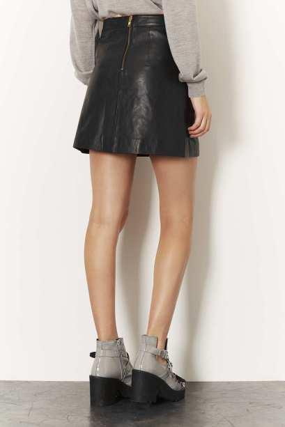 elblogdeanasuero_Faldas de cuero_Topshop minifalda evasé piel