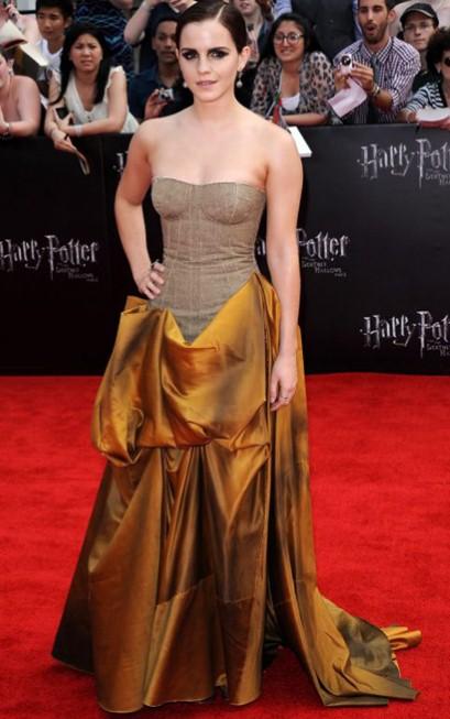elblogdeanasuero_El estilo de Emma Watson_Bottega Veneta vestido largo palabra de honor mostaza