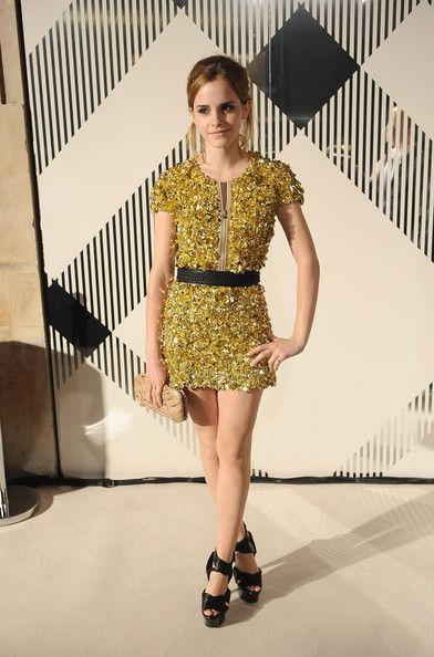 elblogdeanasuero_El estilo de Emma Watson_Burberry Prorsum Vestido corto mostaza