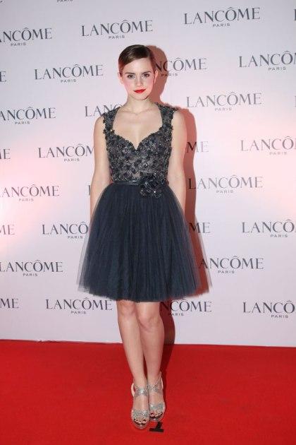 elblogdeanasuero_El estilo de Emma Watson_Elie Saab vestido corto tul azul noche