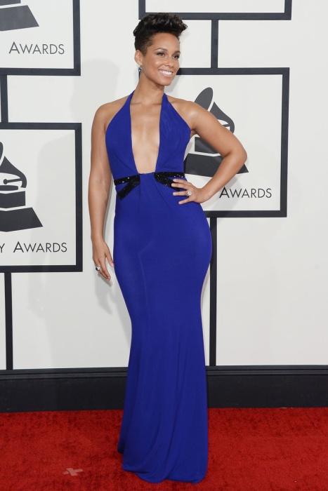 elblogdeanasuero_Grammys 2014_Alicia Keys vestido Armani azul klein escotazo