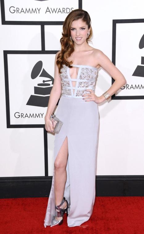 elblogdeanasuero_Grammys 2014_Anna Kendrick vestido Azzaro pedrería