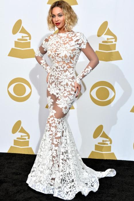 elblogdeanasuero_Grammys 2014_Beyonce vestido Michael Costello encaje transparente