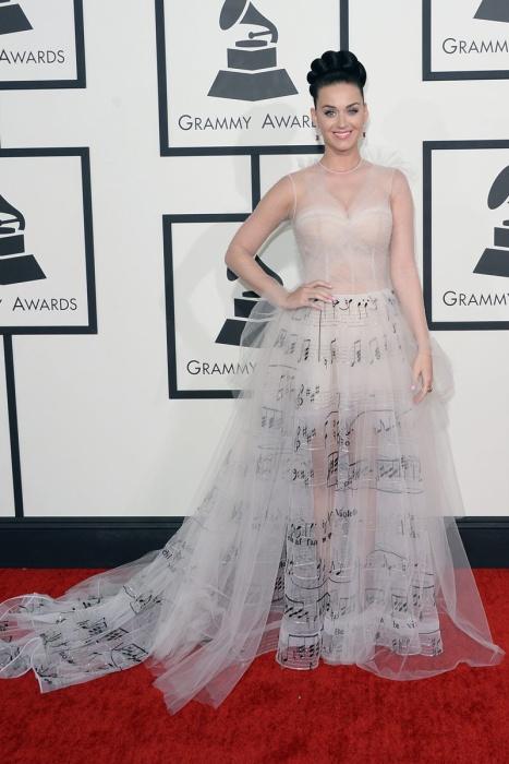 elblogdeanasuero_Grammys 2014_Katy Perry vestido Valentino nude con notas musicales