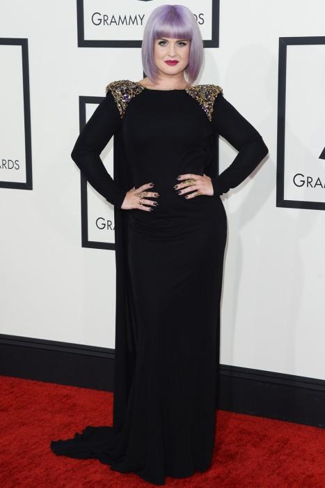 elblogdeanasuero_Grammys 2014_Kelly Osbourne vestido Badgley Mischka negro con manga larga