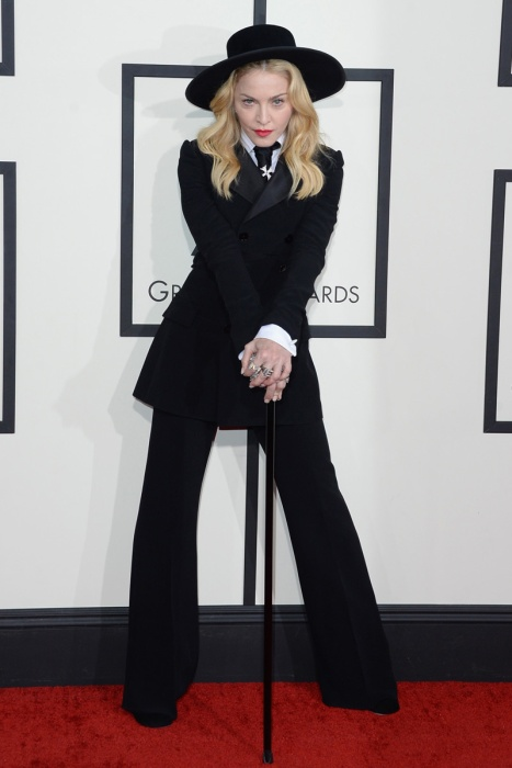 elblogdeanasuero_Grammys 2014_Madonna traje Ralph Lauren sombrero