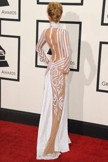 elblogdeanasuero_Grammys 2014_Paris Hilton vestido Haus of Milani blanco manga larga espalda