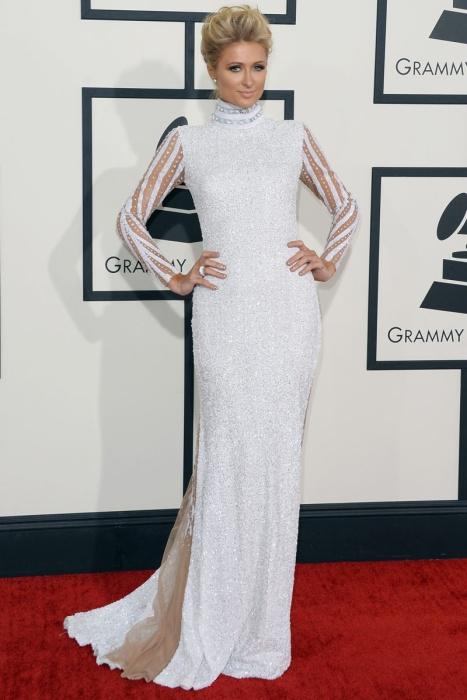elblogdeanasuero_Grammys 2014_Paris Hilton vestido Haus of Milani blanco manga larga