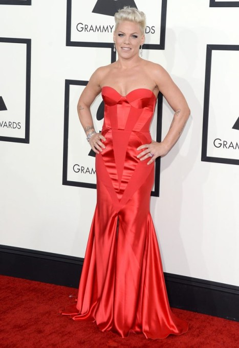 elblogdeanasuero_Grammys 2014_Pink vestido Johanna Johnson palabra de honor rojo