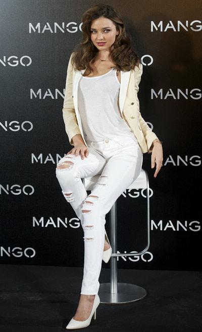 elblogdeanasuero_Ripped jeans_Miranda Kerr vaqueros blancos y salones