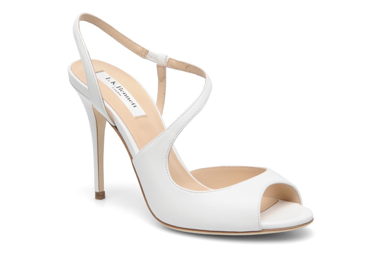 Sandalias planas de la boda para la novia