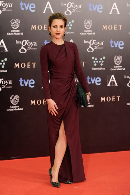 elblogdeanasuero_Premios Goya 2014_Ana Fernández vestido Jorge Vázquez granate abertura pierna
