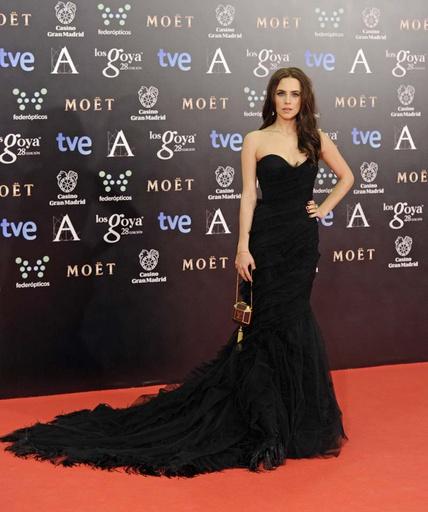 elblogdeanasuero_Premios Goya 2014_Aura Garrido vestido Alberta Ferretti negro cola