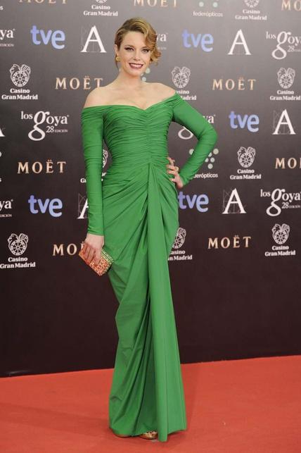 elblogdeanasuero_Premios Goya 2014_Carolina Bang vestido Lorenzo Caprile verde drapeado